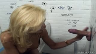 Sylvana bringt diesen Penis zum Orgasmus