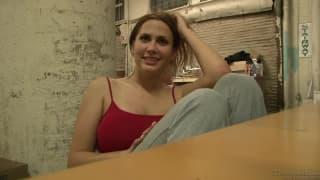 Alanah Rae gibt ein großartiges Interview