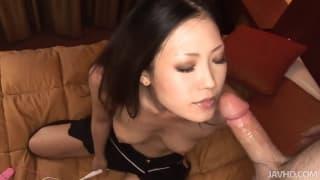 Die leckere brünette Asiatin Yui Komine