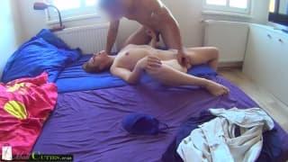 Jana bläst den Penis heute im Bett
