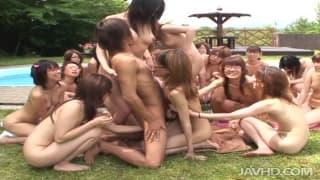 Eine Lektion in Sachen Sex für 20 Asiatinnen