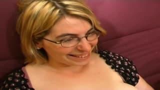 Diese blonde Milf ist in einem heißen Porno