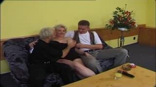 Eine Orgie mit Menschen jeden Alters