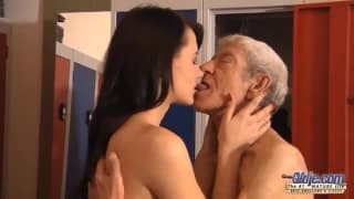 Eva Strauss fickt gerne ältere Männer