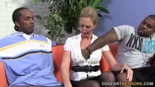 Jenna Covelli genießt den schwarzen Pimmel