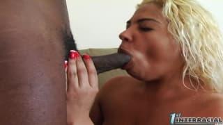 Sie wird von ihrem Mann gut durchgevögelt