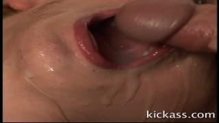 Kelly Wells mit Deep Throat für diese Schwänze