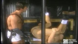 Steve Pierce penetriert den Po von Tom Chase