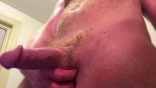 Gully Wompus masturbiert vor der Webcam