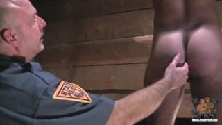 Zwei notgeile Polizisten und ein Faustfick