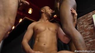 Drei Schwule genießen das Schwanzlutschen