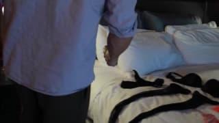 Sara Jay entkleidet sich und fickt mit ihm