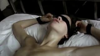 Alex Kohlenfinger fickt ein Schwanzloch und nimmt Sperma auf die Füße