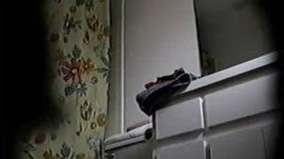 Kurvige Frau ausspioniert als sie nackt ist