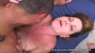 Eine heiße Mutter braucht brutalen Sex mit ihm