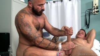 Dieser Doktor heilt seinen Patienten