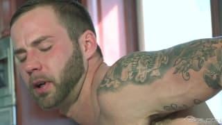 Connor Maguire genießt Chris Bines sexy Körper