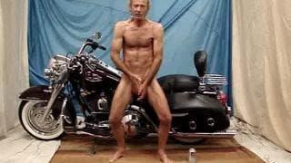 Nacker männlicher Stripper spielt für uns